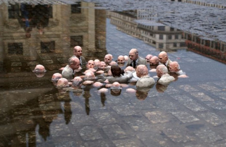 Politicians discussing global warming Isaac Cordal